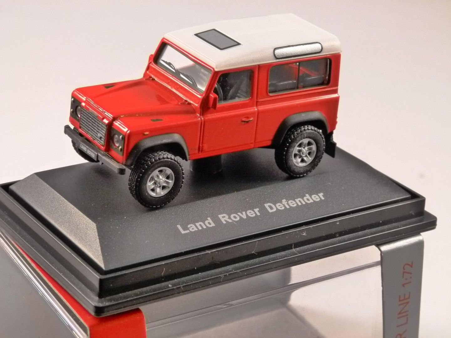 Schuco Land Rover Defender 90 Swb In Red 1 72 Scale