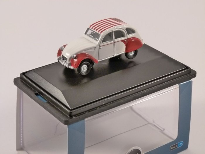 CITROEN 2CV DOLLY in Red / White - 1/76 scale model OXFORD DIECAST