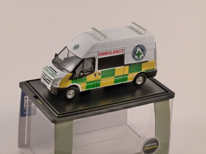 FORD TRANSIT Lomand Mountain Rescue Ambulance 1/76 scale model OXFORD DIECAST
