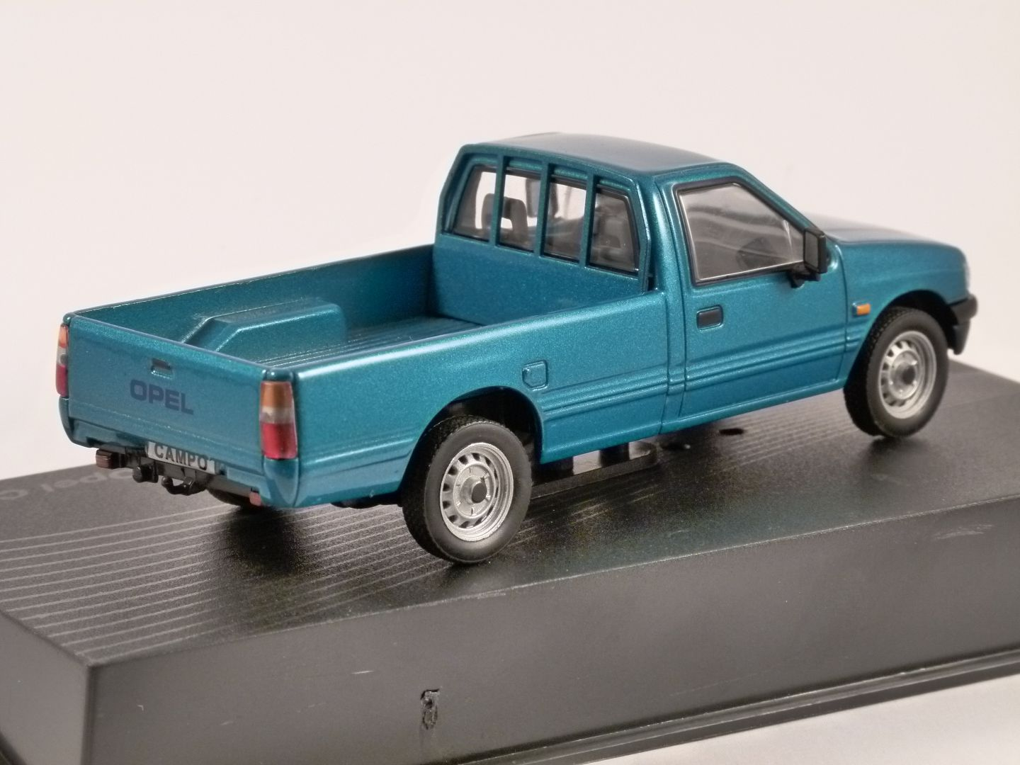 opel campo in blue 1 43 scale model altaya. Black Bedroom Furniture Sets. Home Design Ideas