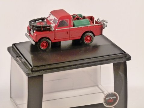 LAND ROVER S2 FIRE APPLIANCE - 1/76 scale model OXFORD DIECAST