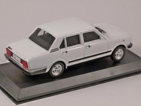 FIAT 132 in White 1/43 scale model by Altaya