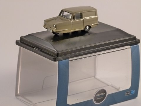 RELIANT REGAL in Honey Beige 1/76 scale model OXFORD DIECAST