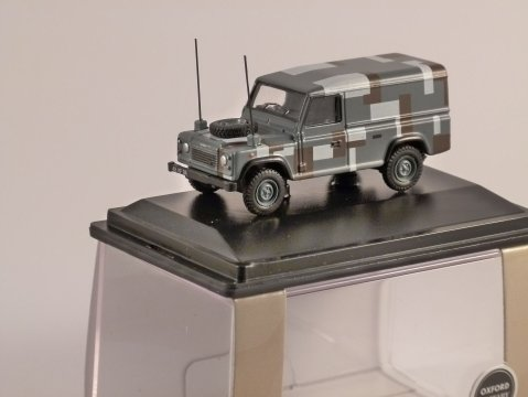 LAND ROVER DEFENDER Military - Berlin Scheme - 1/76 scale model OXFORD DIECAST