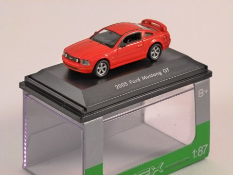 2005 FORD MUSTANG GT in Red 1/87 scale model WELLY