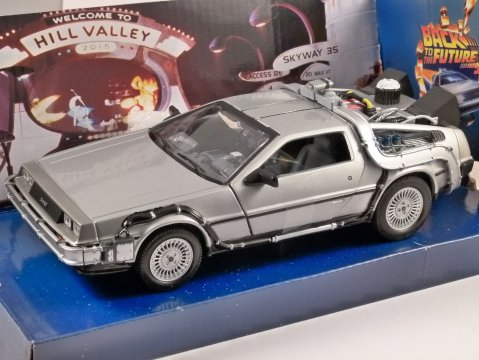 DELOREAN Time Machine BACK TO THE FUTURE 2 1/24 scale model by WELLY