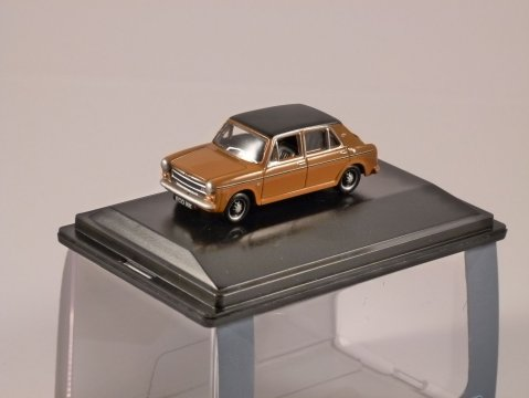 AUSTIN 1300 in Bronze Yellow 1/76 scale model OXFORD DIECAST