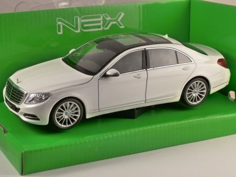 MERCEDES BENZ S CLASS (W222) in White 1/24 scale model by WELLY