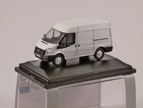FORD TRANSIT Med Roof Van in White 1/76 scale model OXFORD DIECAST