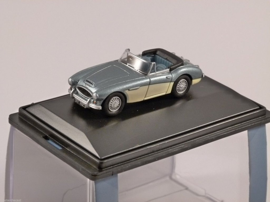 AUSTIN HEALEY 3000 in Blue / Ivory 1/76 scale model OXFORD DIECAST