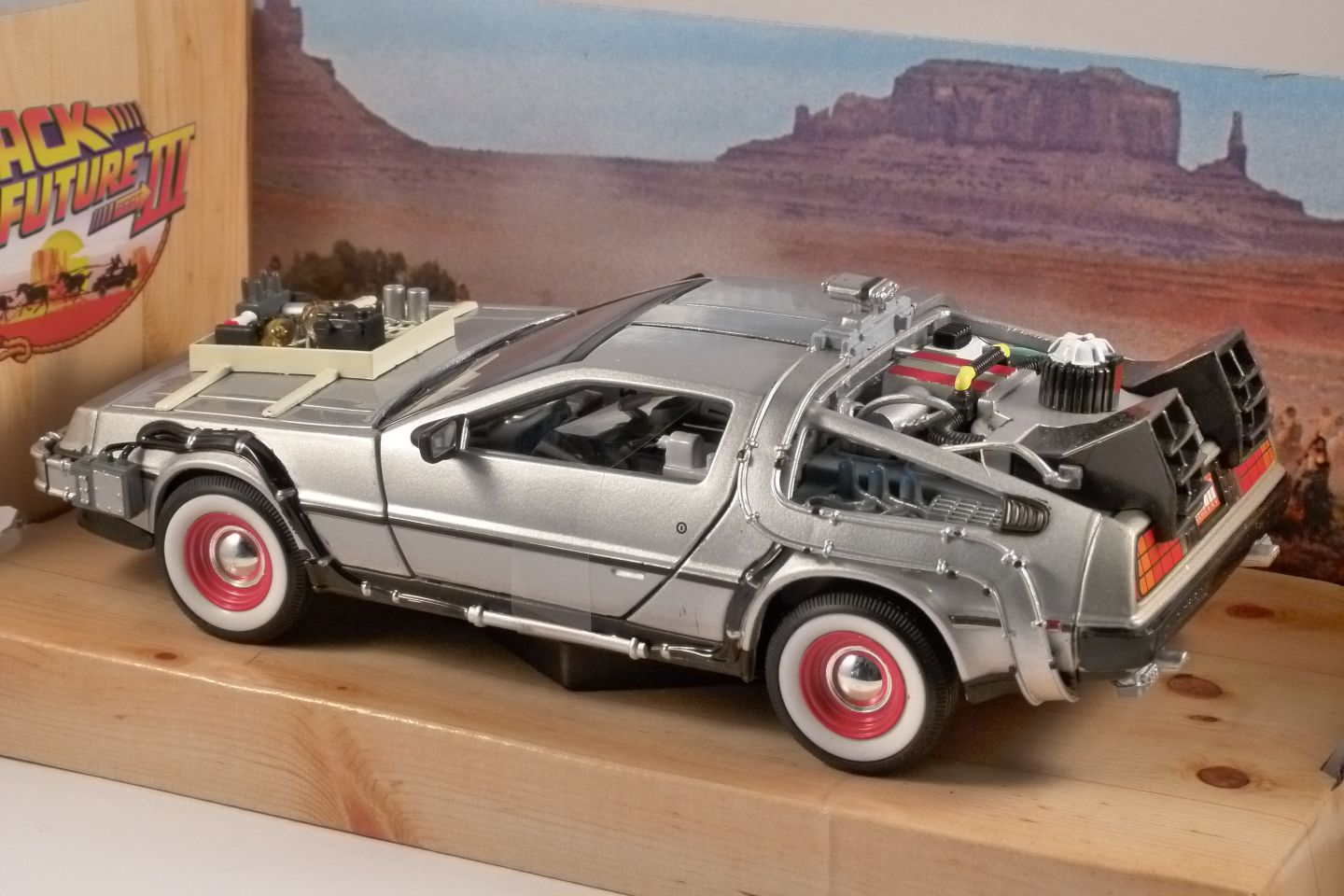 DELOREAN Time Machine BTTF 3 1/24 scale model WELLY