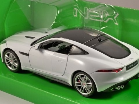 JAGUAR F TYPE COUPE in White 1/24 scale model by WELLY