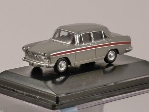 AUSTIN CAMBRIDGE in Armadillo Beige 1/76 scale model OXFORD DIECAST