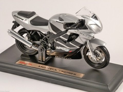 HONDA CBR 600F 4i 1/18 scale motorbike model by MAISTO