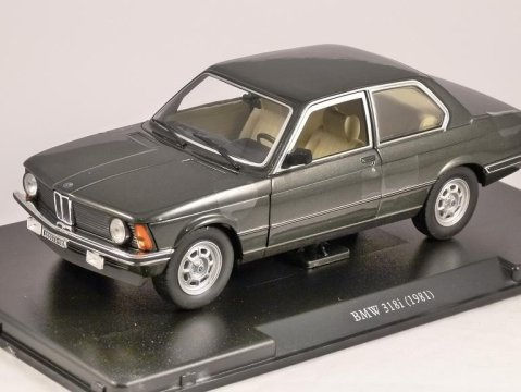 1981 BMW 318i in Green 1/24 scale partwork model
