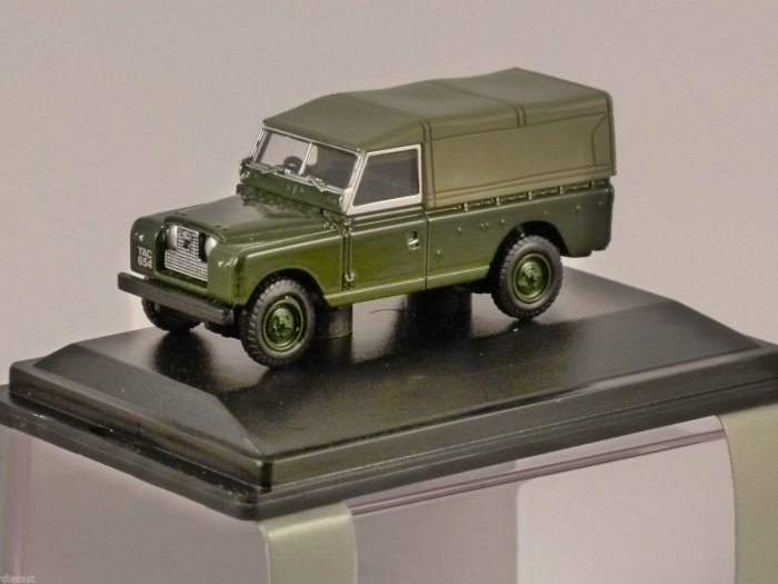 LAND ROVER Series 2 Canvas Back in Green - 1/76 scale model OXFORD DIECAST