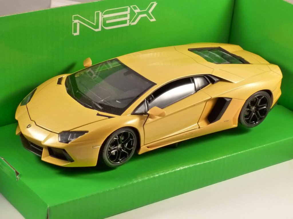 LAMBORGHINI AVENTADOR LP 700-4 in Yellow 1/24 scale model by WELLY
