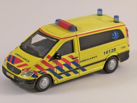 MERCEDES VITO AMBULANCE - 1/50 scale model by Burago