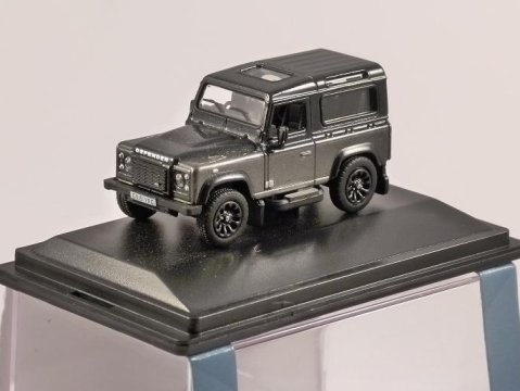 LAND ROVER DEFENDER Autobiography in Grey - 1/76 scale model OXFORD DIECAST