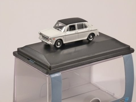 AUSTIN 1300 in Glacier White 1/76 scale model OXFORD DIECAST