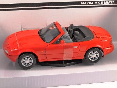 MAZDA MX-5 MIATA Mk1 in Red - 1/24 scale model by MotorMax