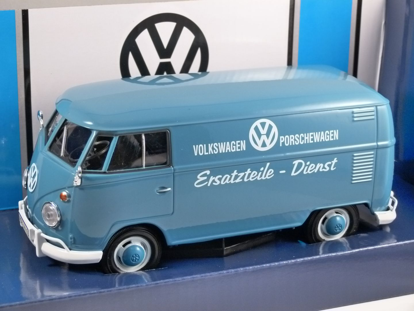 Volkswagen t1 porsche parts 124 scale model motormax volkswagen t1 split screen vw porsche parts 124 scale model by motormax thecheapjerseys Choice Image