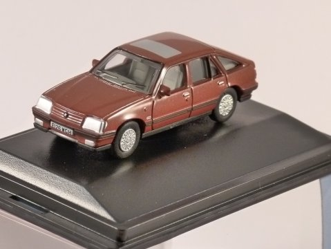 VAUXHALL CAVALIER Mk2 in Carnelian Red 1/76 scale model OXFORD DIECAST