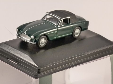 ASTON MARTIN DB2 MkIII in Green 1/76 scale model OXFORD DIECAST