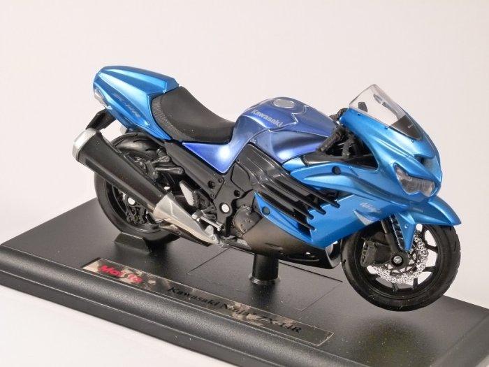 KAWASAKI NINJA ZX-14R in Blue 1/18 scale motorbike model by MAISTO