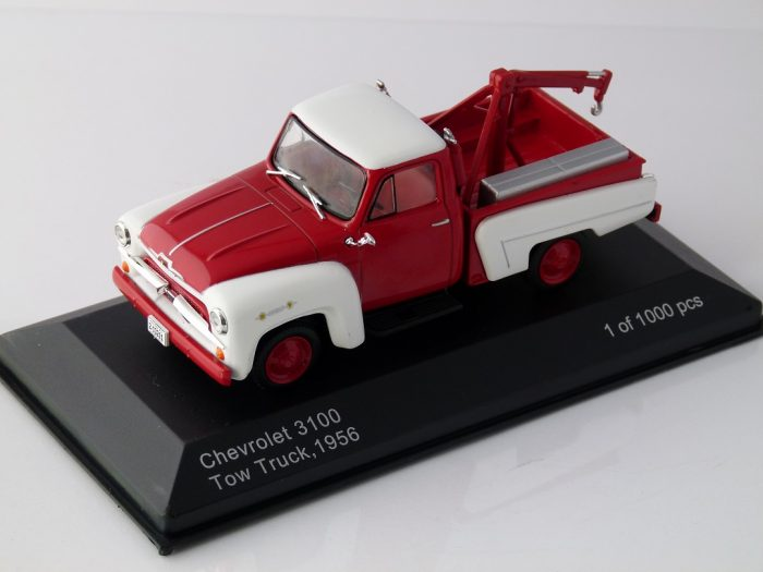 1956 CHEVROLET 3100 TOW TRUCK in Red / White 1/43 scale model by Whitebox