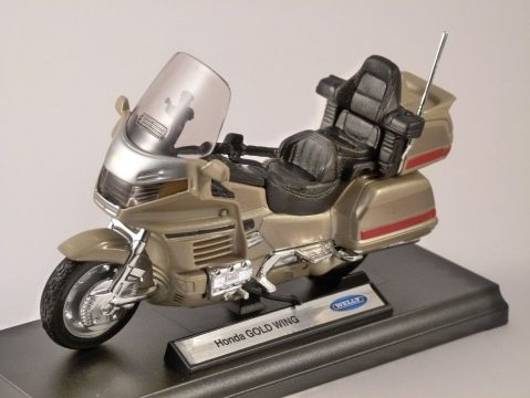 HONDA GOLD WING 1/18 scale model by WELLY