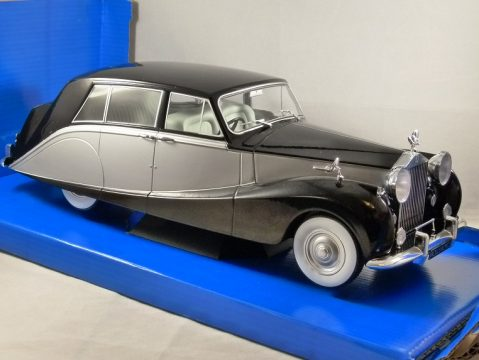 ROLLS ROYCE SILVER WRAITH EMPRESS in Black / Silver 1/18 scale model by MCG