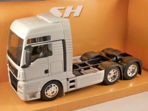 MAN TGX 26.440 Truck in White 1/32 scale model by WELLY