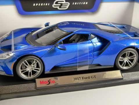 2017 FORD GT in Blue 1/18 scale model by MAISTO