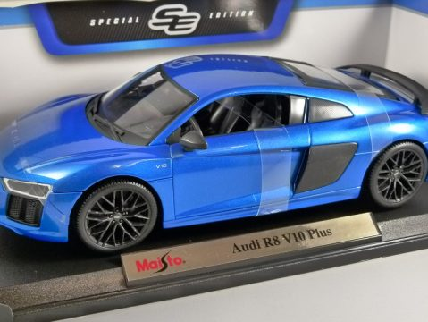 AUDI R8 V10 PLUS in Blue 1/18 scale model by MAISTO