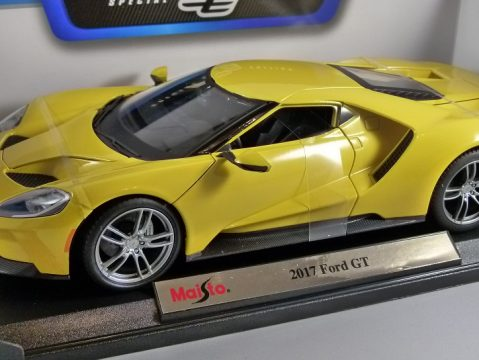 2017 FORD GT in Yellow 1/18 scale model by MAISTO