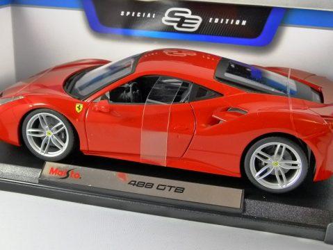 FERRARI 458 GTB in Red 1/18 scale model by MAISTO