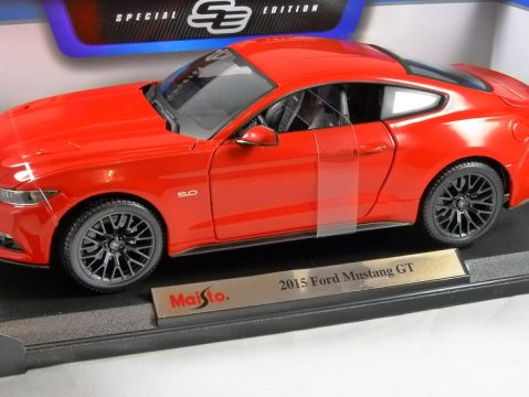 2015 FORD MUSTANG GT in Red 1/18 scale model by MAISTO