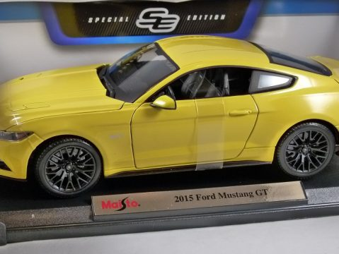 2015 FORD MUSTANG GT in Yellow 1/18 scale model by MAISTO