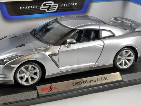 2009 NISSAN GT-R in Silver 1/18 scale model by MAISTO