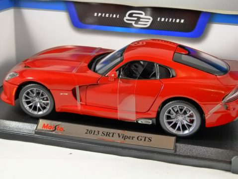 2013 SRT VIPER GTS in Metallic Red 1/18 scale model by MAISTO