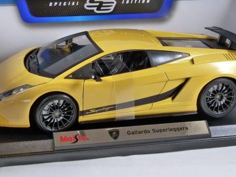 LAMBORGHINI GALLARDO SUPERLEGGERA in Yellow 1/18 scale model by MAISTO