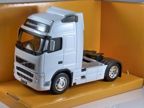 VOLVO FH12 TRUCK in White 1/32 scale model by WELLY
