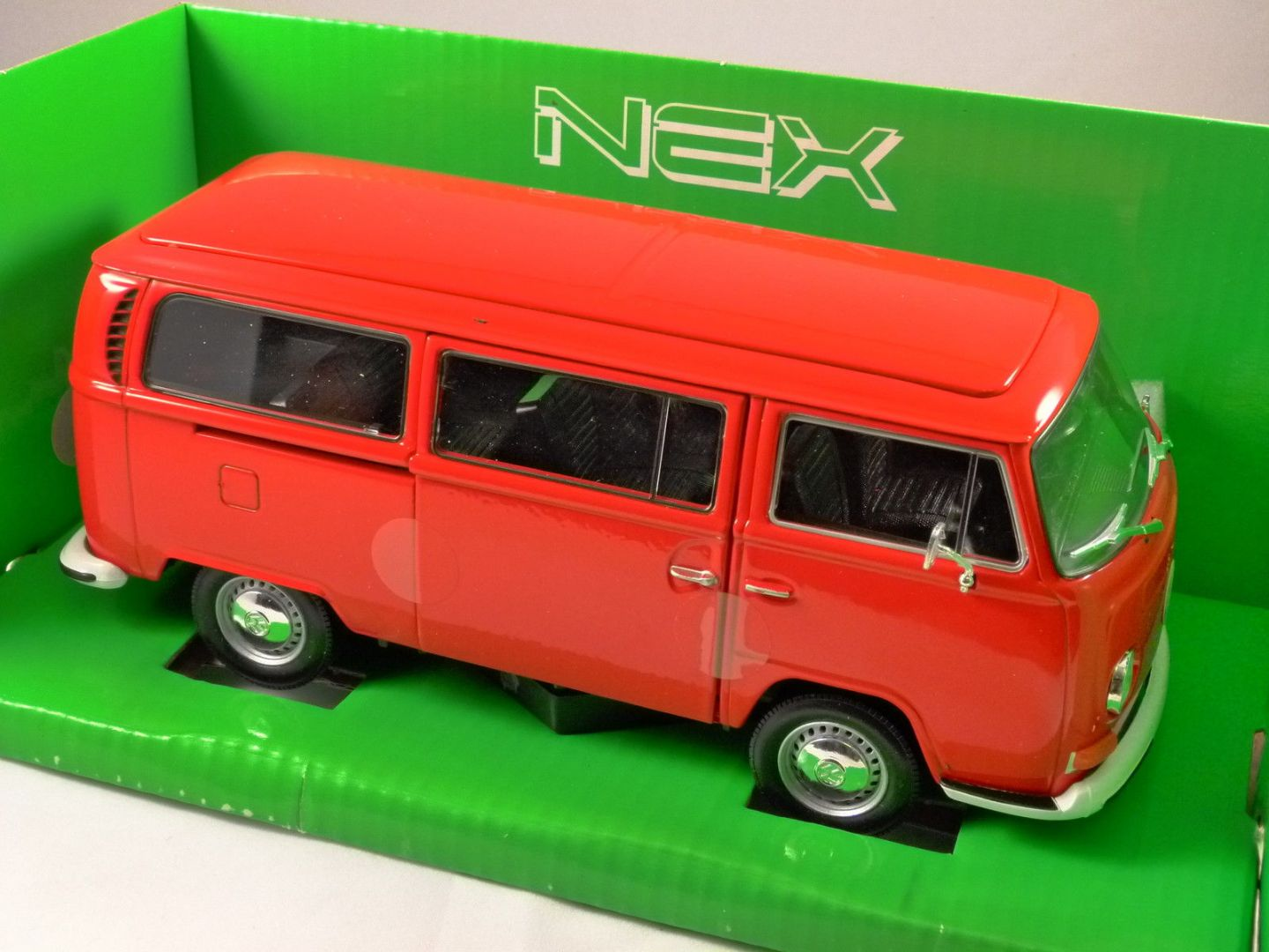 1972 volkswagen t2 combi bus in red 1 24 scale model by welly. Black Bedroom Furniture Sets. Home Design Ideas
