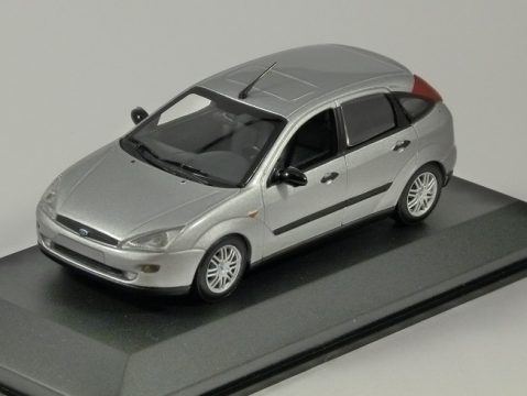 2002 FORD FOCUS Mk1 5dr in Silver 1/43 scale dealer edition model Minichamps