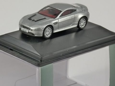 ASTON MARTIN V12 Vantage S in Lightning Silver 1/76 scale model OXFORD DIECAST