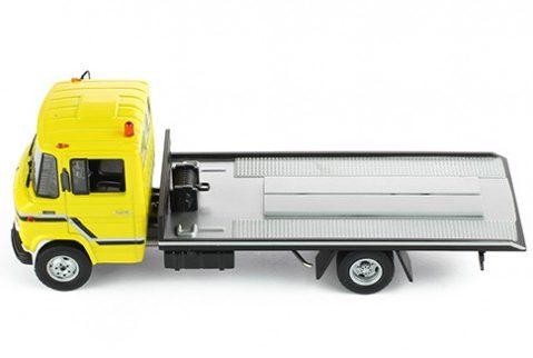 MERCEDES BENZ L608 D Breakdown Recovery Truck 1/43 scale model by IXO