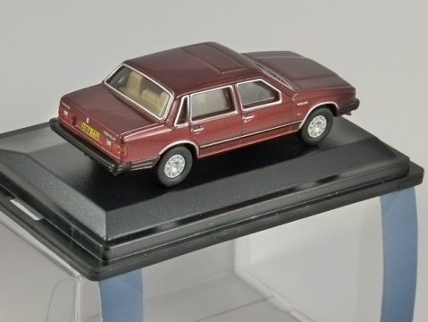 VOLVO 760 Saloon in Red Wood Metallic 1/76 scale model OXFORD DIECAST