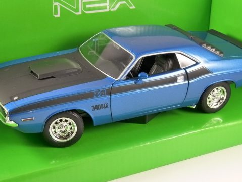 1970 DODGE CHALLENGER T/A in Blue 1/24 scale model by WELLY
