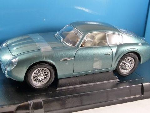 1961 ASTON MARTIN DB4 GT ZAGATO in Green 1/18 scale model by Road Signature